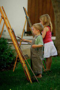 Children painting at La Motte 199x300